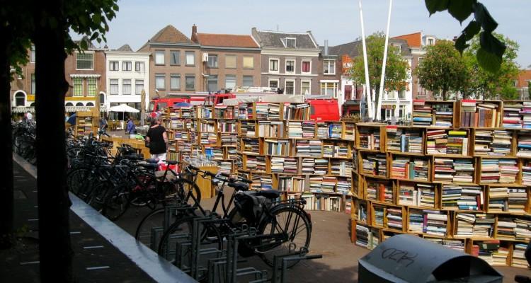 Fantastična knjižara na otvorenom u Leidenu u Holandiji.