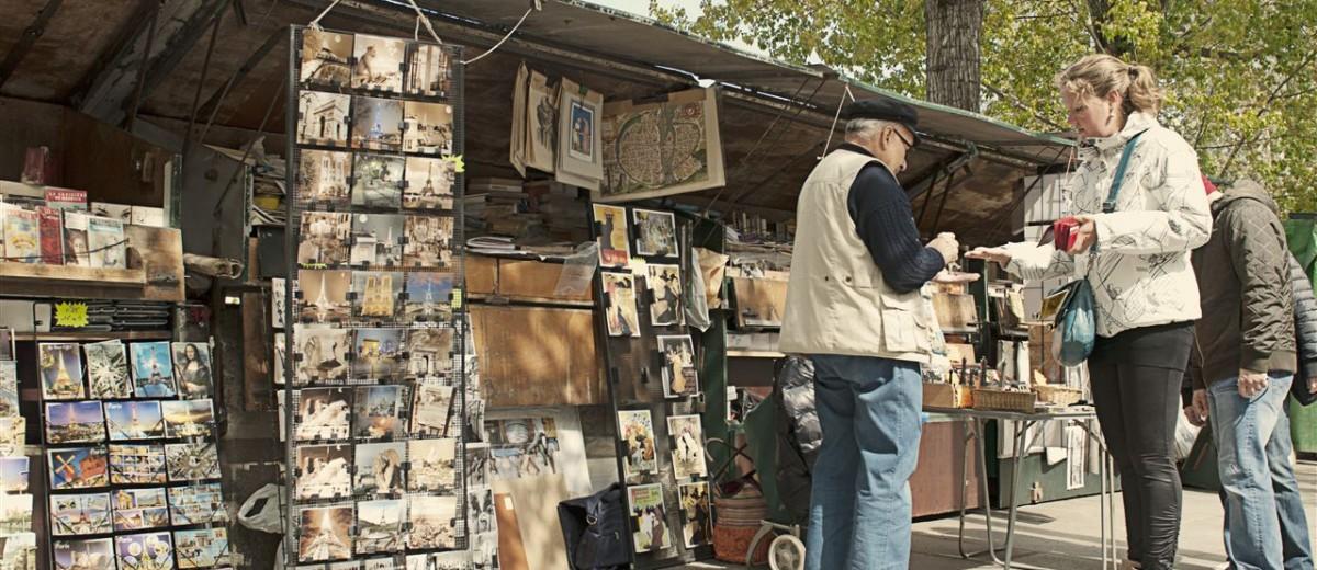 Naravno, tu su stalaže na kojima se prodaju knjige duž obale Sene u Parizu. Gotovo pet kilometara duga knjižara.