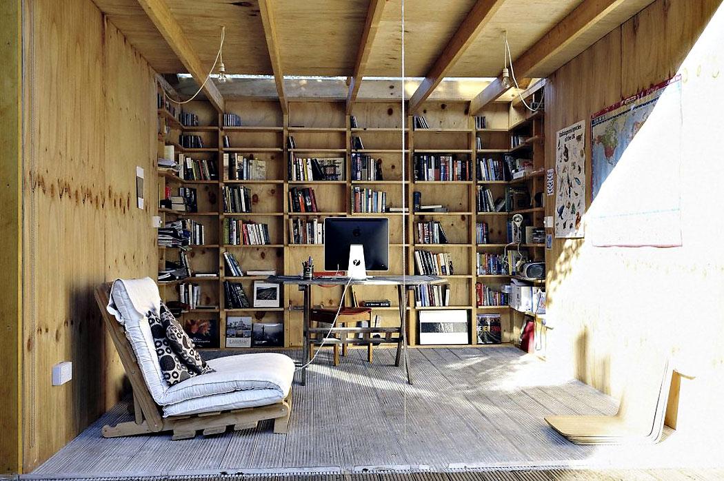 Na kraju, ovo nije ni javna biblioteka ni knjižara na otvorenom, ali je specijalno dizajnirani radni studio. Nalazi se u jednom delu Londona. Super izgleda.